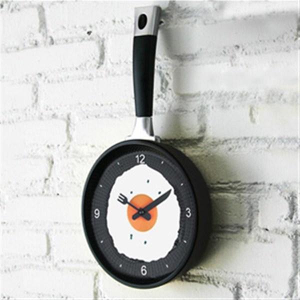 ساعت دیواری طرح ماهیتابه |